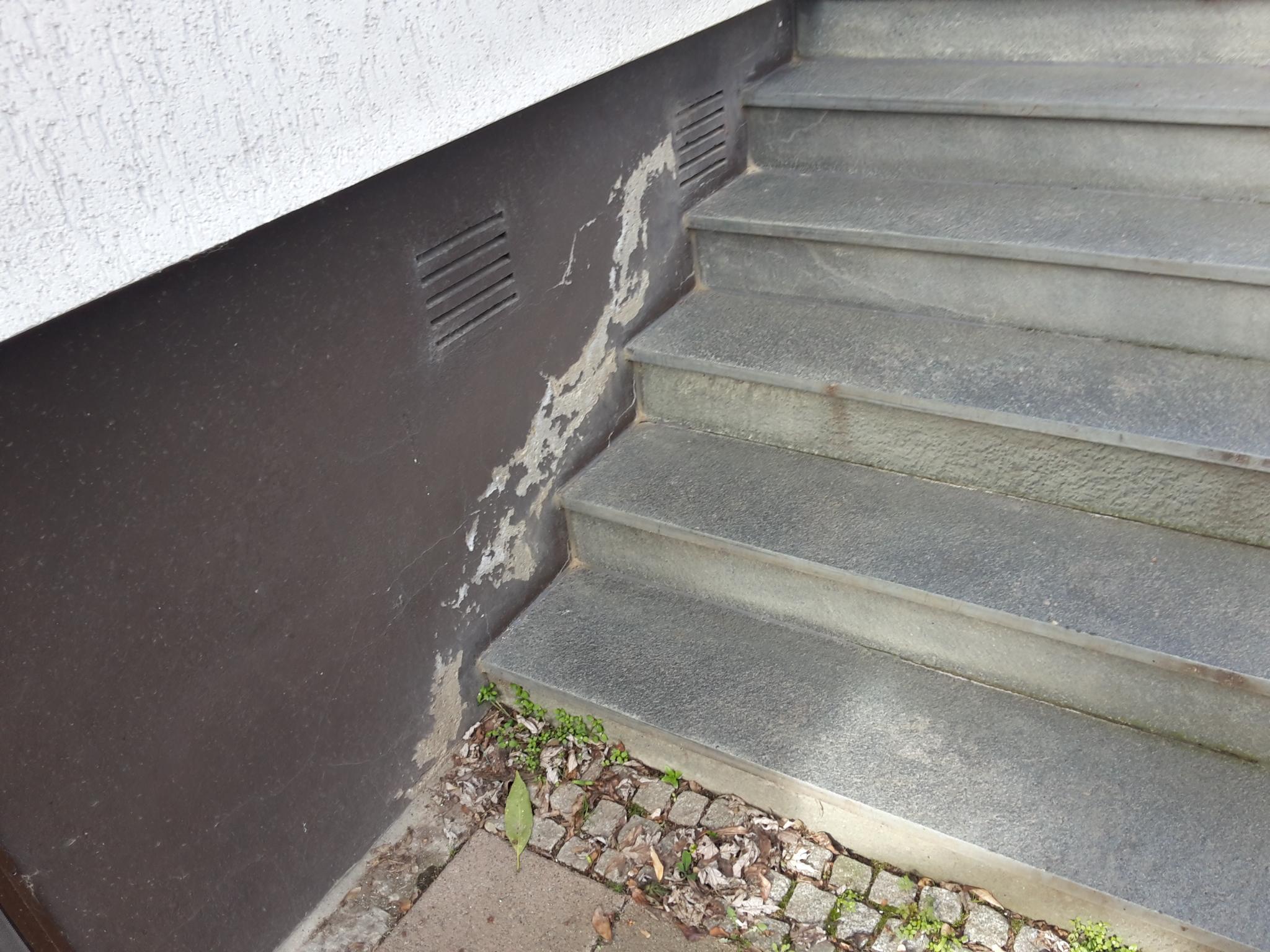 Ausblühungen Treppe - Lösung für feuchte Wände - was tun?