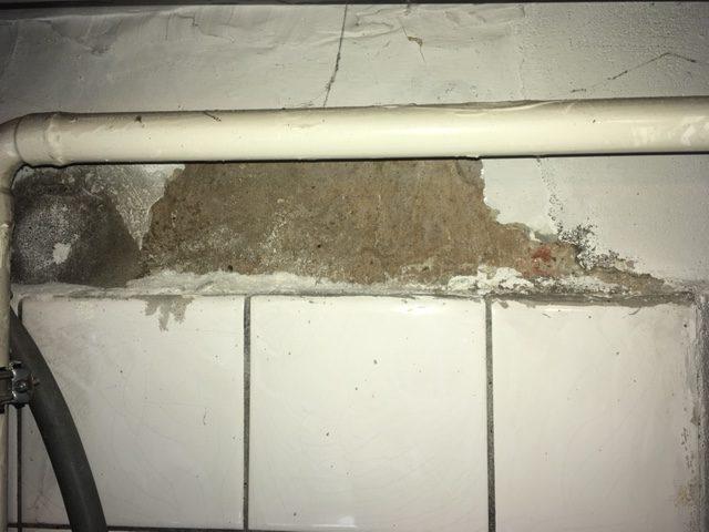Feuchte Salze über Fliesenspiegel, Lösung für feuchte Wände was tun
