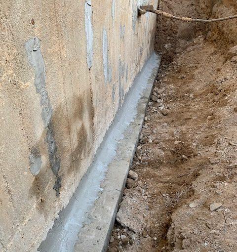 undichte Hohlkehle, Hohlkehle erneuert, Boden-Wand-Aschluss-Fuge erneuern, feuchter Keller, kellersanierung